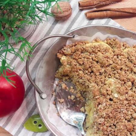 Cukormentes almás-fahéjas morzsás süti kardamommal