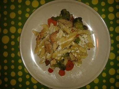 Túrós-zöldséges csirke durumtésztával